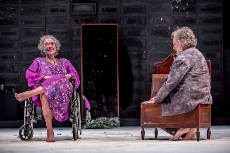 Maria Alice Vergueiro e Luciano Chirolli em 'Why the Horse', que excursionou pelo festival palco Giratório (André Stefano/Divulgação)