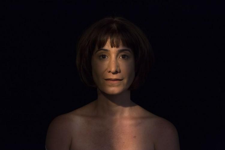 Nicole Cordery em 'Alice, Retrato de Mulher que Cozinha ao Fundo' (João Caldas/Divulgação)