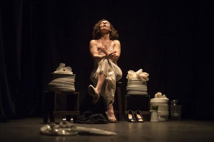 """Rita Clemente na peça """"Amanda"""", texto de Jô Bilac (Bianca Aun/Divulgação)"""