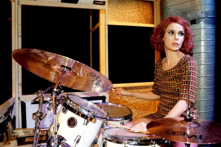 Débora Falabella na bateria de 'Contrações', montagem do Grupo 3 para o texto de Mike Bartlett (Greg Salibian/Folhapress)
