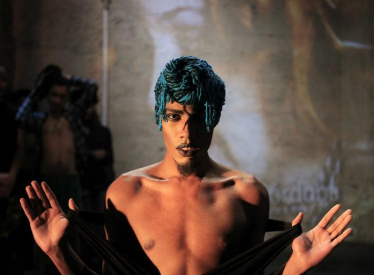 O ator Emer Conatus no 17º ensaio do 100 'Nude Shots', projeto performativo-fotográfico sobre a nudez; esta edição foi realizada no festival Satyrianas, no domingo, (13), com fotos de Lenise Pinheiro
