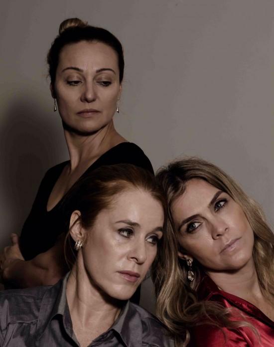 Angela Fernandes, Einat Falbel e Camila Leitte em 'Café Azedo', peça inspirada em conto de Paula Mandel que estreia em 29/3 no Teatro Pequeno Ato (Gleiber Félix/Divulgação)